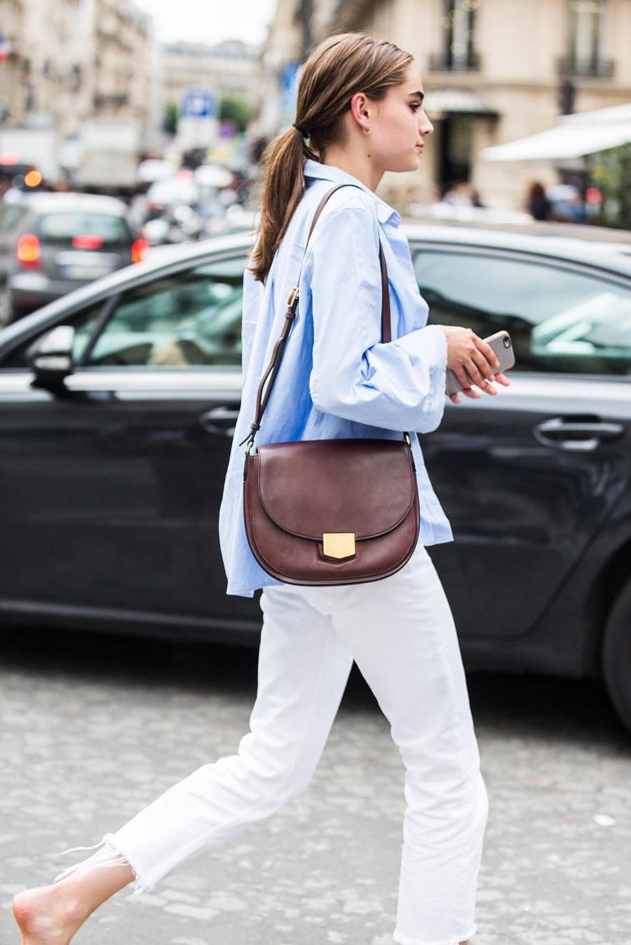 blue-button-down-shirt-with-white-jeans