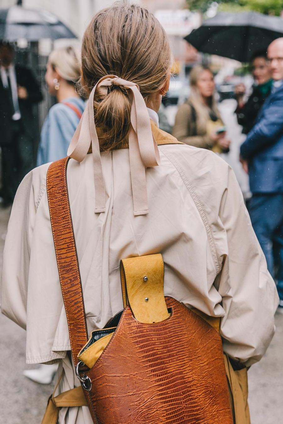 how to wear oversized trench coat