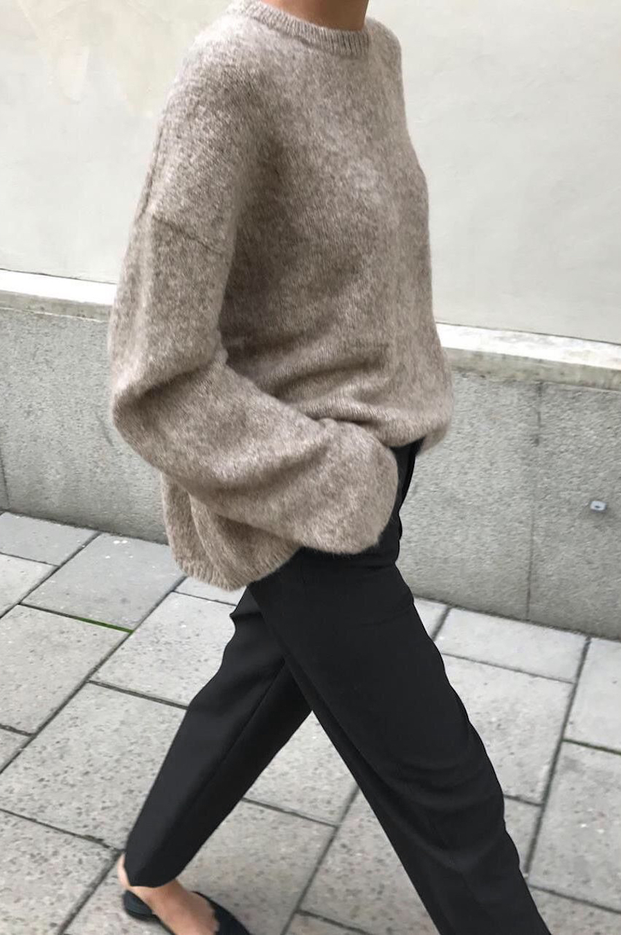 Effortless Outfit with black Trousers Minimalism