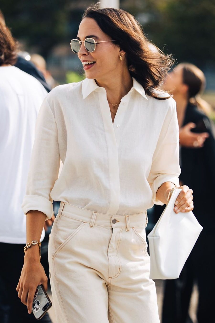 white-button-down-shirt-with-white-jeans
