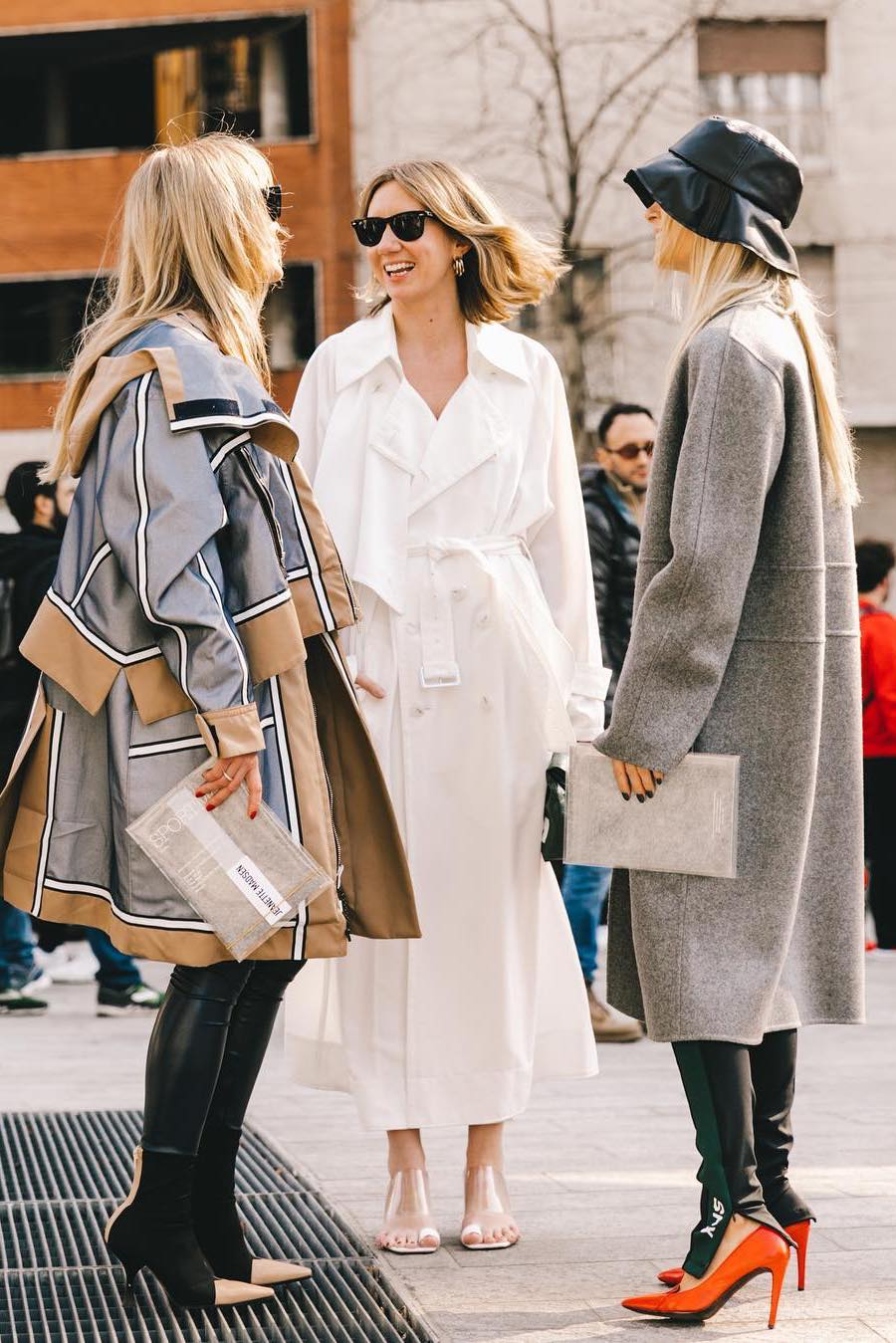 how to wear white trench coat