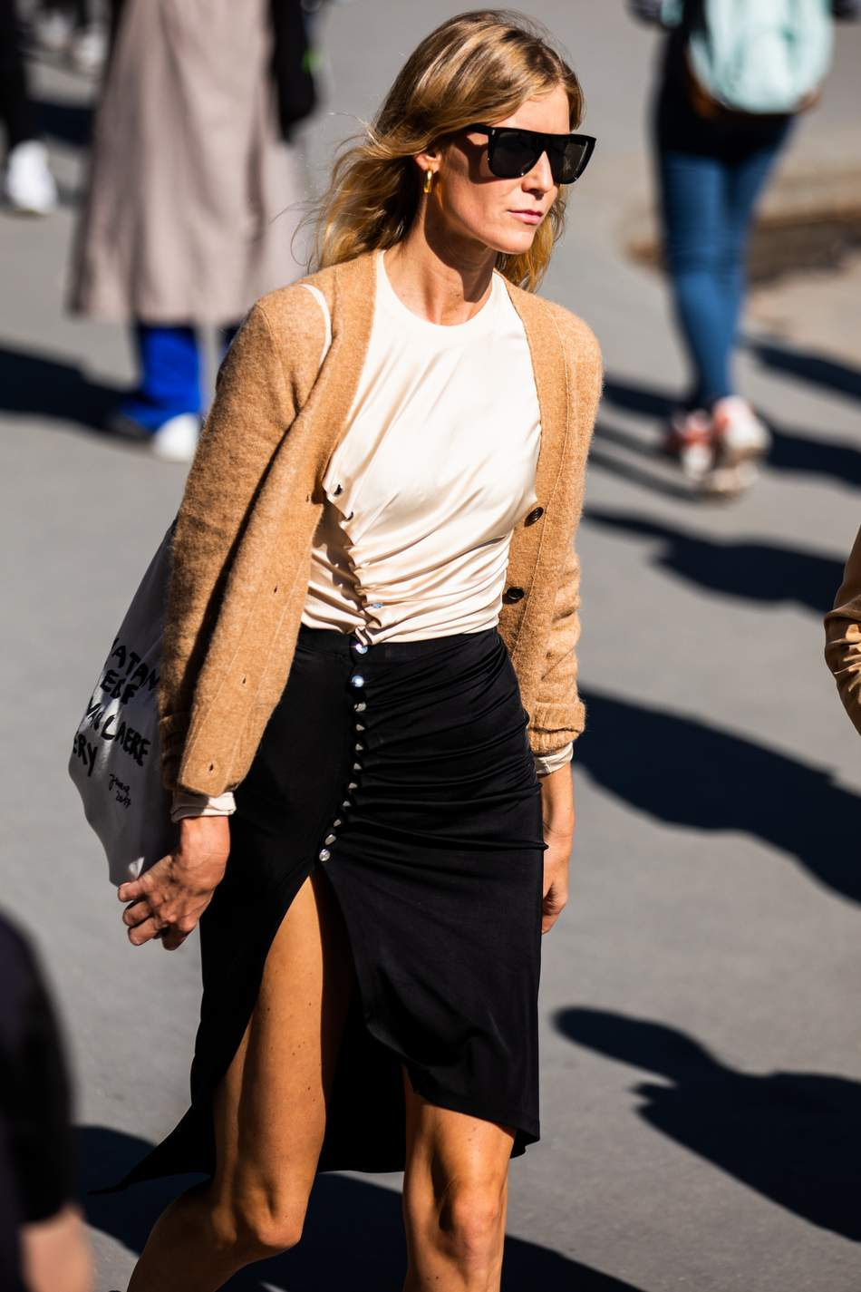 beige cardigan outfit street style
