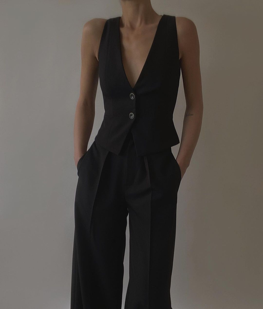 all black outfit for summer