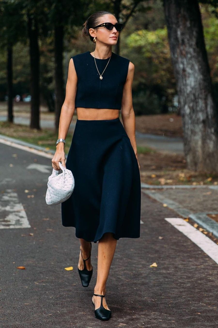 how to wear all black in summer, street style
