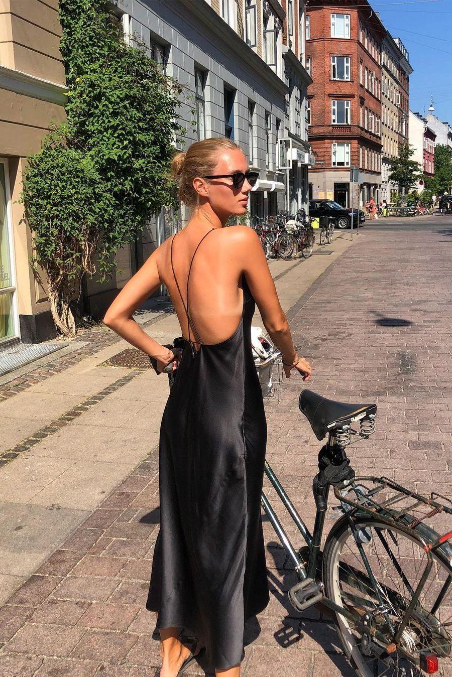 Summer capsule basic: A simple slip dress